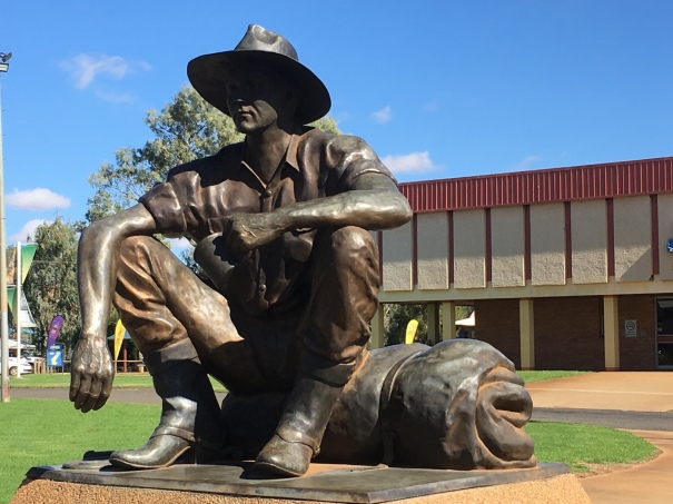 The Cunnamulla Fella statue
